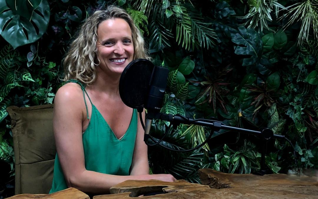 Simona Bagarová u mikrofonu